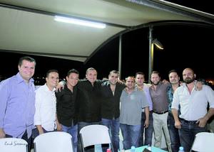 17042016 Chuy Sotomayor celebró su cumpleaños con una deliciosa cena el pasado once de abril, en donde estuvo acompañado de un grupo de amistades.