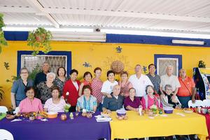 17042016 AMENA REUNIóN.  Amigos de Natación festejaron los cumpleaños de Irene Martínez, Juan Gramillo y Elsa Pons.