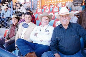 19042016 EN CHARREADA.  Jorge, Memo, Pancho y Fernando.