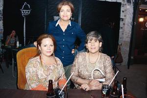 18042016 ENTRE AMIGAS.  Maricruz, Rocío y Yola.