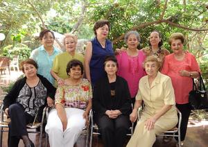 18042016 EMOTIVO REENCUENTRO.  Exalumnas del Colegio Villa de Matel se reunieron recientemente.