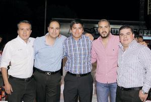 18042016 ENTRE AMIGOS.  Leonardo, Jaime, Luis, René y Jesús.