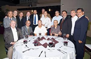 18042016 DISTINGUIDA CENA.  Raúl Gómez, Dr. Mora García, Dr. Solís Morán, Dr. Aragón, Dr. Ayala Castillo, Dr. Sánchez C., Dr. Flores A., Dr. Jaquez Mota y Dr. Bernabé García.
