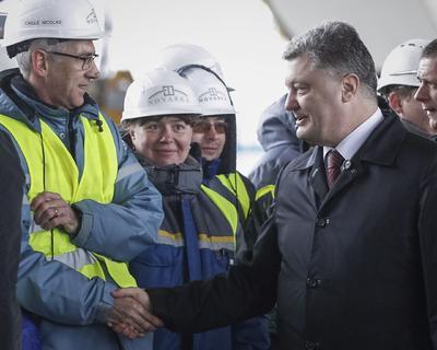 Más tarde, encabezó una ceremonia en la planta nuclear, a la que asistieron representantes del Banco Europeo para la Reconstrucción y el Desarrollo y de 28 países que contribuyeron con fondos para la descontaminación de la zona.