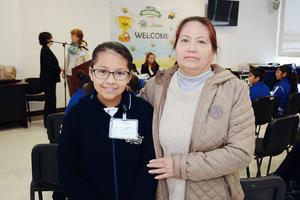 21042016 EN EVENTO ESCOLAR.  Paola y Guadalupe.