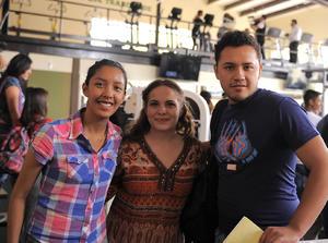 22042016 INAUGURACIóN DE GIMNASIO.  Idalia, Luisa e Isaac.