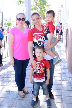 24042016 Brenda, Gaby, Rolando y Esteban.
