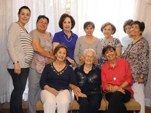 24042016 AMENO FESTEJO.  Elvira Arce de Herrera celebró 90 años de vida con una reunión organizada por las Damas Voluntarias del Asilo Casa del Anciano Dr. Samuel Silva.