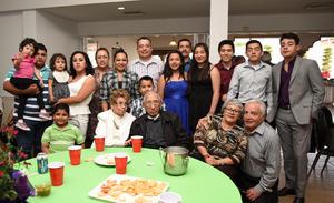 24042016 DE FIESTA.  Integrantes de la Familia Aspiazu Ruiz.
