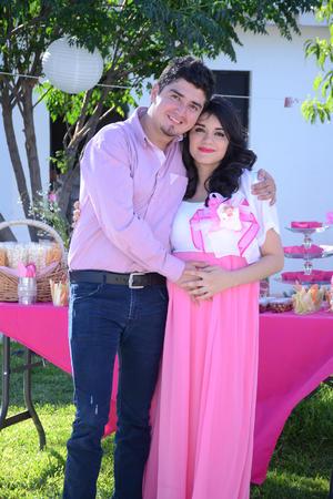 24042016 David Aguirre de la Torre y Silvia Paola Martínez Mata se encuentran muy felices por la llegada de su primer bebé.
