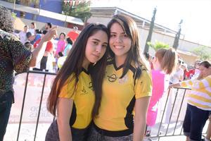 29042016 PARTICIPAN EN CARRERA.  Laura y Brenda.