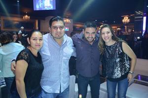 29042016 NOCHE DE AMIGOS.  Berenice, Juan Francisco, Salvador y Kenia.