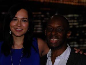 Sharel Cassity con uno de sus músicos