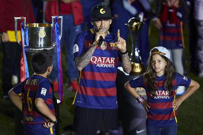 Empezó la fiesta puntual, a las 21.15 horas (hora local), con el homenaje al fútbol base y al primer equipo femenino del club, que recibieron la primera ovación de la noche.
