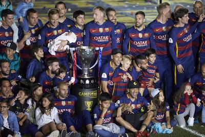 Los jugadores del Barcelona festejaron el doblete obtenido del domingo pasado.