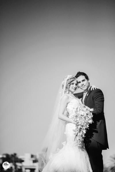 01052016 En una bonita fotografía de estudio, Cristina y David el día de su boda.- Ed Isais Fotografía