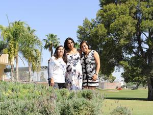 06052016 TIERNA ESPERA.  Elena Rangel de Joseph con las anfitrionas de su baby shower, Elena Gutiérrez de Rangel y América Rangel de Estrada.