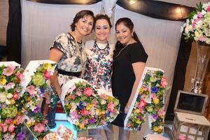 06052016 SE CASARá EN BREVE.  Karla Lobato Huerta con su mamá Beatriz Huerta y su suegra Pilar Duarte.