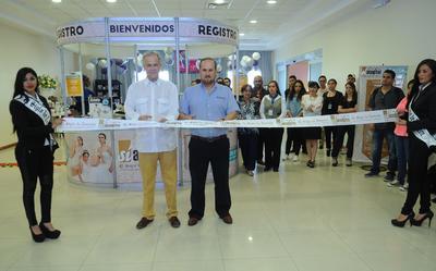 Los directivos de El Siglo de Torreón, el Lic. Antonio González-Karg de Juambelz y el Lic. Alfonso González-Karg de Juambelz, fueron los encargados de cortar el listón inaugural y aprovecharon la oportunidad para agradecer a todos los integrantes del evento.
