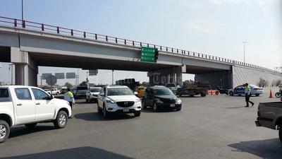 Por tratarse de una situación de emergencia, se suspendió el tránsito por el Periférico en ese tramo y por la autopista a San Pedro.