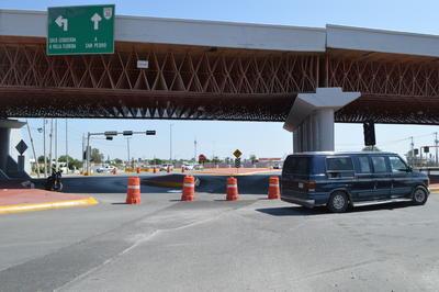 Causó confusión entre conductores las rutas alternas por la falla en el puente.