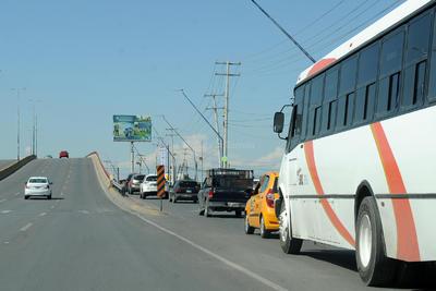 El operativo por el cierre del puente consiste en que los vehículos utilicen las zonas laterales.