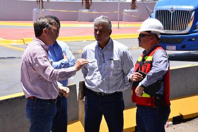Junto al personal de la SCT de México se integrarán a los recorridos con planos y proyectos del puente construido en el año 1992.