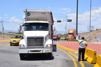 El fallo obligó a cerrar el paso y crear rutas alternas para el tráfico vehicular.
