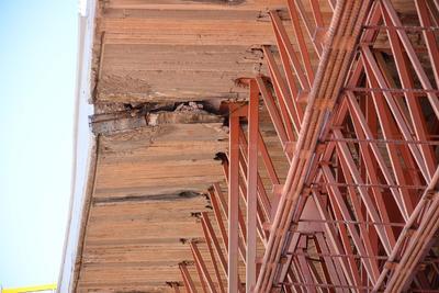 Se explicó este viernes que hay elementos metálicos doblados y desoldados. Parte de los aceros cedieron o se vencieron.