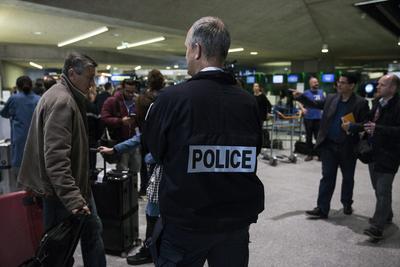 El aeropuerto Roissy-Charles de Gaulle cerca de París (Francia), elevó sus medidas de seguridad.