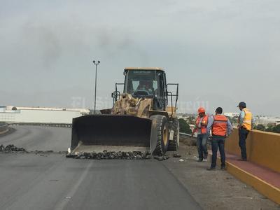 La otra empresa es JIMSA que trabaja con trascabos, grúas, camiones y todo lo relacionado con maquinaria pesada.