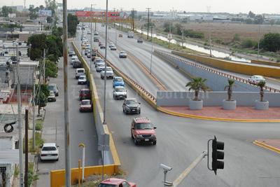 Automovilistas han tenido que tomar rutas alternas.