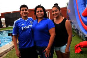 Alex, Jessica y Mariana