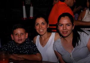 Santiago, Pamela y Regina
