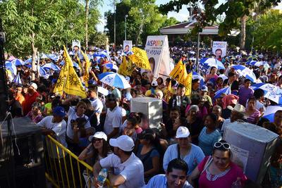 Alrededor de 6 mil simpatizantes se reunieron para apoyar a los candidatos.