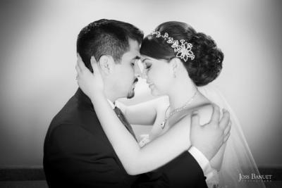 29052016 En una hermosa sesión de fotos el día de su boda fueron captados Mayela y José Carlos. - Joss Banuet Fotografía