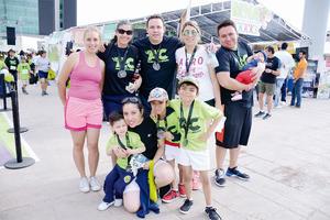 15052016 CORREN EN FAMILIA.  Alejandra, María Elena, Jorge, Cristy, Ray, Erika, Edgar, Erick y Elian.