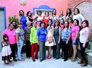 29052016 Familiares y amigas acompañaron a la novia.