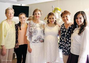 18052016 EN RECIENTE FESTEJO.  Paty, Anilú, Cecy, Anna y Anaví con Lorena.