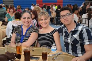 18052016 Claudia, Cynthia y Fernando.