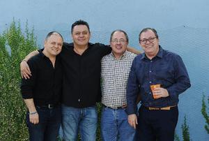 13052016 CELEBRA SU CUMPLEAñOS.  Pedro Borrego con sus hermanos Eduardo, Arturo y Fernando.