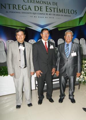 23052016 Octaviano Jiménez, Eugenio Lira y Luis Vázquez celebraron 50 años de servicio a la niñez.