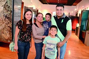31052016 Mónica, Cecy, Joselo, Julio y Julio.