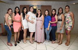 08052016 FIESTA DE CANASTILLA.  Ángela Vázquez de Ortiz con sus amigas en el baby que se le organizó por el próximo nacimiento de su bebé.