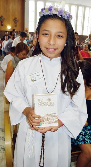 29052016 UN DíA MUY FELIZ.  Brisa Charbel Vázquez Cruz realizó hace unos días su Primera Comunión en la Iglesia de Jesús de Nazareth.