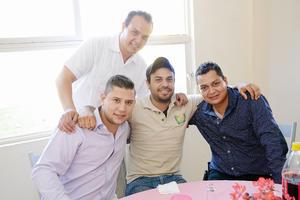15052016 EN UN BAUTIZO.  José Luis, Leo, Antonio y Juan.