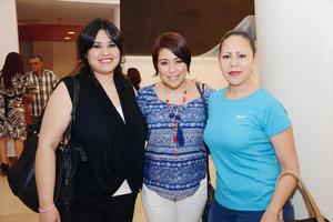 15052016 EN LA CAMERATA.  Erika, Lulú y Sandra,