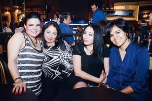 03052016 SE DIVIERTEN.  Ana María, Maribel, Elizabeth y Carolina.