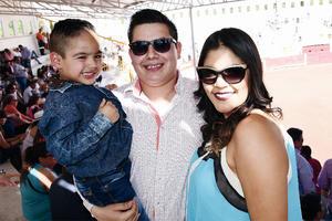 05052016 EN FAMILIA.  Damián, Daniel y Paulina.