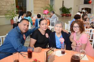 26052016 Ricardo, Agustina, Felipa y Grisel.